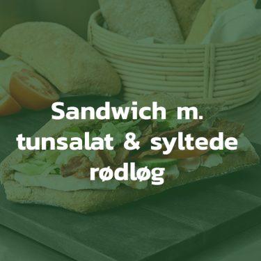 Sandwich med tunsalat og syltede rødløg