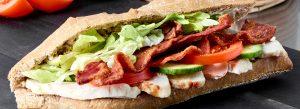 Sandwich med kylling og bacon